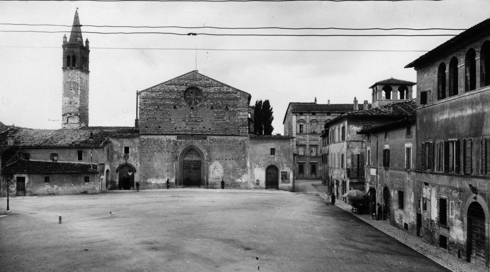 Piazza San Domenico 1900 - Foto Laurentini - Biblioteca Comunale Foligno