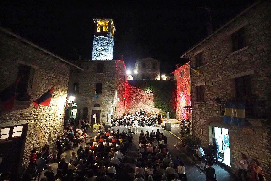nell'immagine un concerto della Corciano Orchestra in piazza durante il Corciano Festival