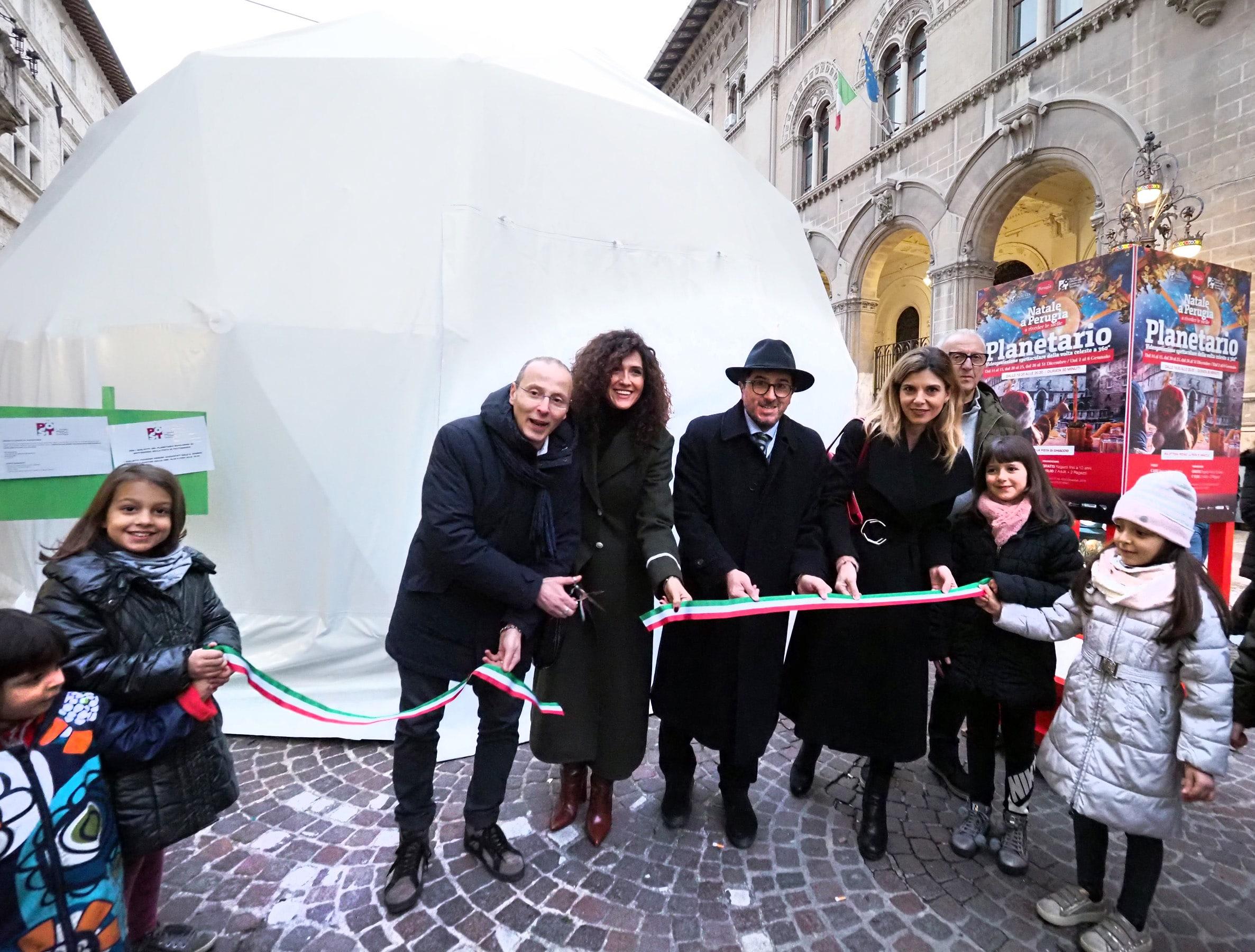 Perugia, inaugurato in piazza Matteotti il Planetario didattico
